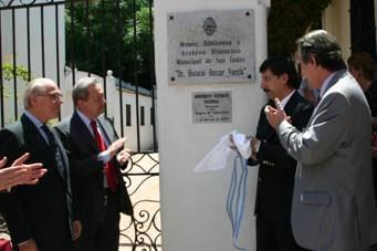 El descubrimiento de la placa con la declaración de monumento histórico nacional para el Museo  Beccar Varela