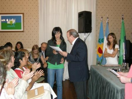 Amieiro entregó certificados a jóvenes que hicieron pasantías en la municipalidad