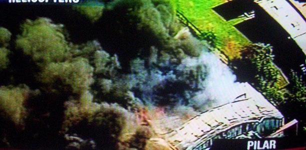 Voraz incendio en el parque industrial de Pilar