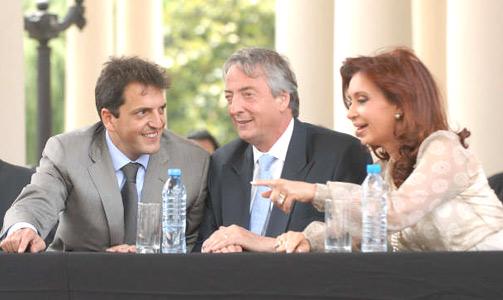 Nestor y Cristina Kirchner participaron de la asunción de Sergio Massa.