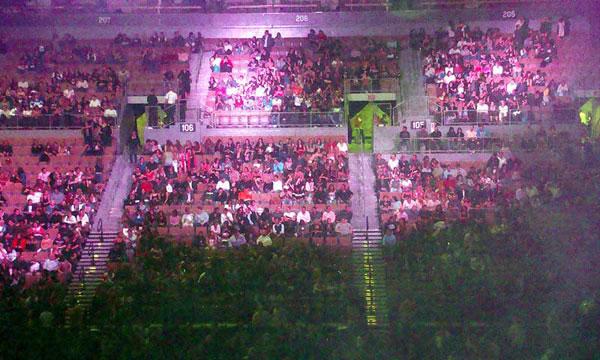 Estadio casi vació en show de las Spice Girls