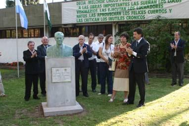 Busto en homenaje a Melchor Posse
