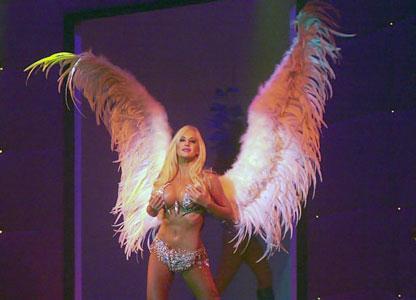 El espectáculo, que también brinda la posibilidad de apreciar en vivo la belleza de Luciana Salazar