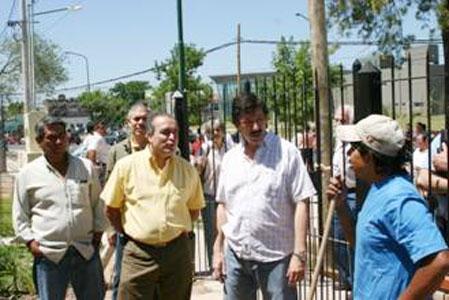 El intendente Posse y el secretario López efectuaron una profunda recorrida por las obras de urbanización de La Cava y también por el viejo asentamiento