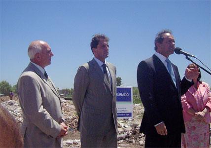 El gobernador bonaerense, Daniel Scioli, participó junto al intendente de Tigre Sergio Massa del cierre de un basural de ocho hectáreas en Troncos del Talar.