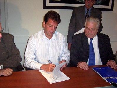 El intendente municipal, Sergio Massa, firmó un convenio para  gestiones conjuntas con el Ministerio de Trabajo de la Provincia de Buenos Aires, a cargo del Dr. Oscar Cuartango