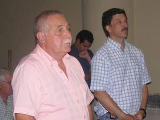 Eugenio Schenone y el Dr. Gustavo Posse  en la ceremonia. El oficio fue celebrado en la capilla de la Catedral, por las obras de restauración del templo