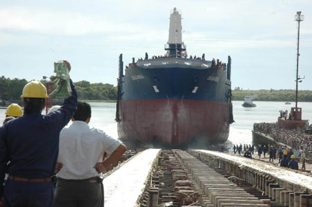 El buque Casanna, un barco granelero de 165 metros de eslora y con una capacidad de carga de 27 mil toneladas construido en el Astillero Río Santiago