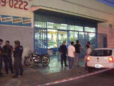 Frente del Supermercado RODY en esquina Cazón y Buteler.