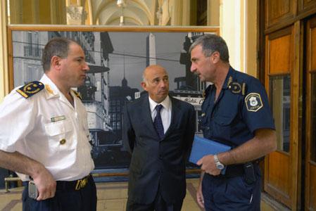 El jefe policial Gustavo Carca se reunió con los titulares de las Jefatura Departamental de San Martín, inspector Luis Pozzoli, y el de La Matanza, comisionado Gustavo Carreiras