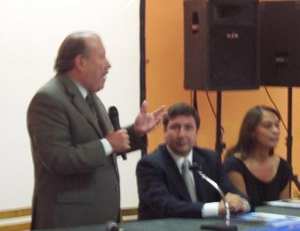 El Intendente de San Fernando, Osvaldo Amieiro, y el Ministro de Desarrollo Social provincial, Lic. Daniel Arroyo, presentaron la Tarjeta Alimentos del Plan Más Vida a cuatrocientas trabajadoras vecinales