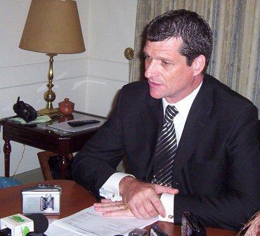 el Secretario de Economía, Hacienda y Administración Carlos Vittor