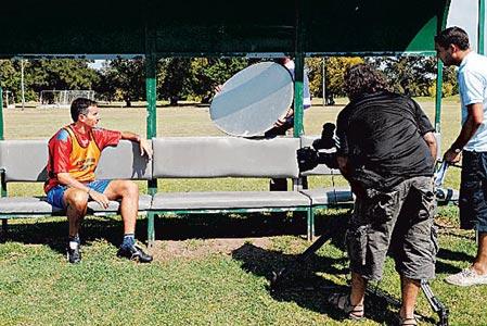 El técnico de Tigre Diego Cagna fue entrevistado por periodistas ingleses. (Gentileza Clarin)