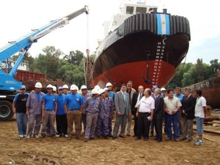 Realizaron en Tigre la botadura del buque remolcador Argentino