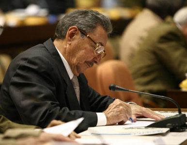 Raúl Castro asume la presidencia Cuba