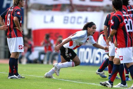 Radamel Falcao, a los 27 minutos del primer tiempo, festeja el 1 gol ante San Lorenzo de Almagro