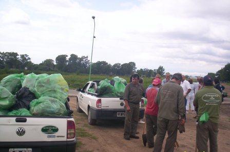 Se realizó en el Arroyo las Tunas una actividad de concientización y limpieza