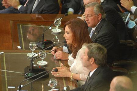 La jefa del Estado al hablar en la apertura del período ordinario de sesiones del Congreso.