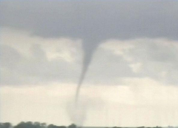 El tornado se acerca a las costas del norte del Gran Buenos Aires.