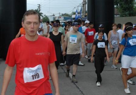 Se corrió en Don Torcuato la primera Maratón por la Educación 2008