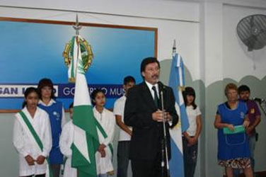El intendente Gustavo  Posse hablando en la ceremonia en el arranque del ciclo lectivo