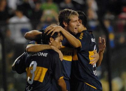 Boca vence a Atlas marcando los tiempos y es líder del grupo 3