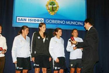 Gustavo Posse entregó distinciones por el Día de la Mujer