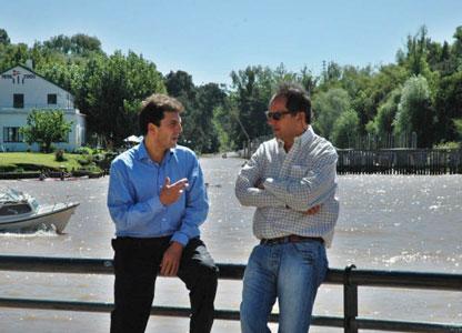 El Gobernador recorre junto a Massa el Río Lujan
