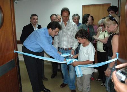 Massa y Scioli cortan las cintas junto la los familiares el Dr Nores