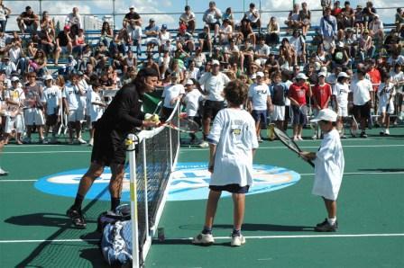 Guillermo Vilas dio su clínica de tenis en Tigre