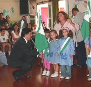 La insignia Sanisidrense ya luce en los  jardines de infantes municipales