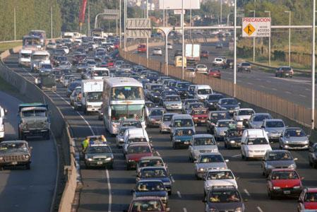 El tránsito en las rutas bonaerenses era muy lento hoy debido al éxodo turístico de Semana Santa