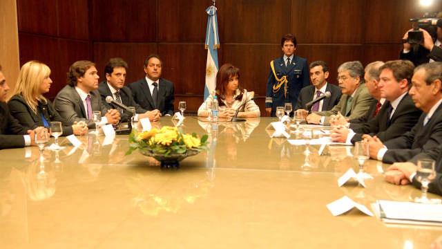 La presidenta Cristina Fernández de Kirchner, firmó hoy un convenio con la distribuidora Edenor para la construcción de una Estación Transformadora de energía eléctrica en Tigre