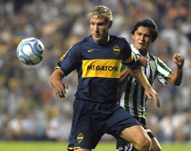 Boca, con más empuje que fútbol, igualó con Banfield