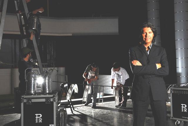 Marcelo Tinelli en el estudio de ShowMatch en pleno proceso de montaje.