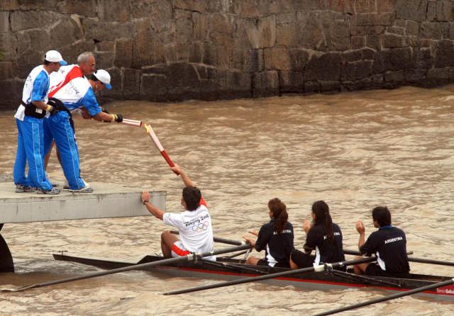 Buenos Aires vivió la fiesta del paso de la antorcha olímpica