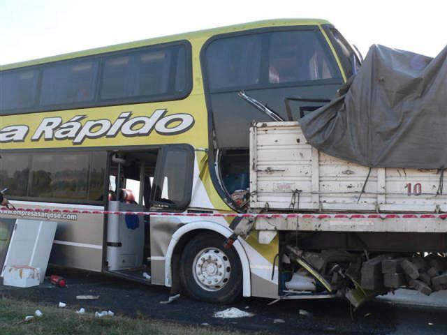 Tres muertos y 25 heridos tras un choque múltiple en ruta 9