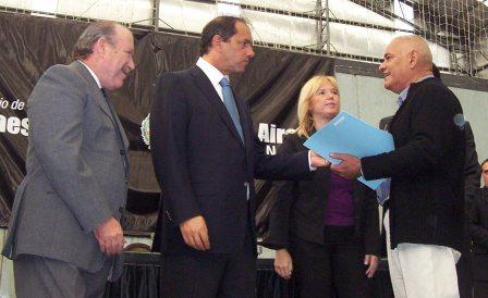 Scioli entregó viviendas, escrituras y subsidios en San Fernando