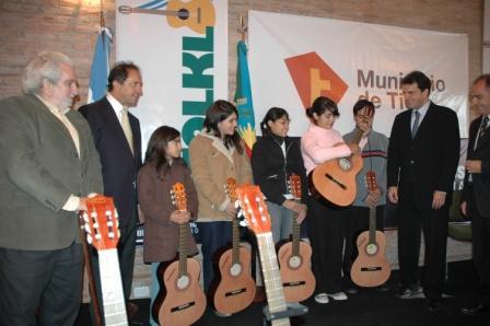 El Intendente Sergio Massa y el Gobernador de Daniel Scioli, pusieron en marcha el programa Mil Guitarras para la Provincia
