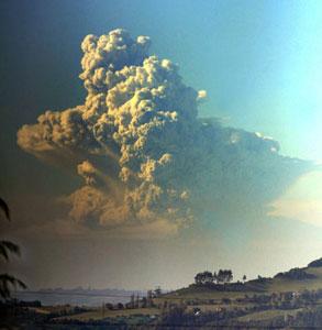 Alertas por actividad de los volcanes Chaiten y Llaima de Chile