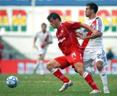 River empató con Independiente y dejó la punta para Estudiantes