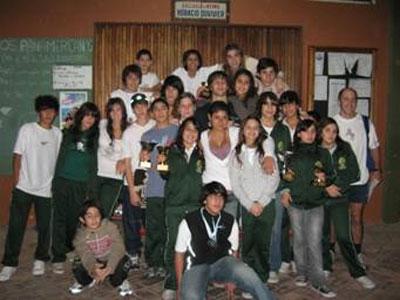 Los integrantes del equipo de natación de San Isidro se trajeron varios trofeos