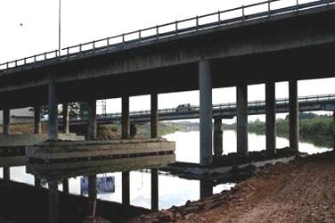 Las aguas del Reconquista comienzan a bajar más mápido bajo los puentes de Panamericana