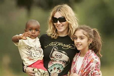 Tribunal de Malaui aprueba a Madonna adopción de niño (Reuters)