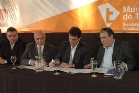 Sergio Massa y Carlos Ben firman el Plan de Cloacas para Tigre