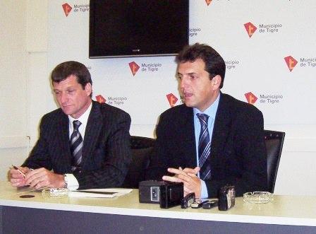 El intendente Sergio Massa, junto al Secretario de Economía, Hacienda y Administración, Carlos Vittor