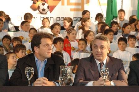 Sergio Massa y Julio Zamora en el lanzamiento del Programa de Asistencia al Deporte Infantil en Tigre