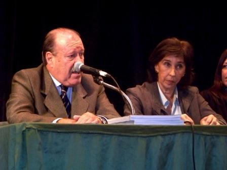 el Intendente Osvaldo Amieiro y la Subsecretaria Nacional para la Reforma Institucional, Dra. Marta Oyhanarte
