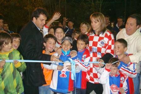 Con la presencia del Intendente Sergio Massa, se llevó a cabo la inauguración de la cancha de Papi Fútbol en la Unión Vecinal General Pacheco Sur