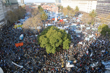 Una multitud colmó la Plaza para escuchar a Cristina